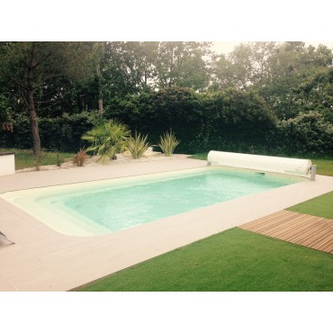 Coque polyester piscine privée R700 filtration traditionnelle