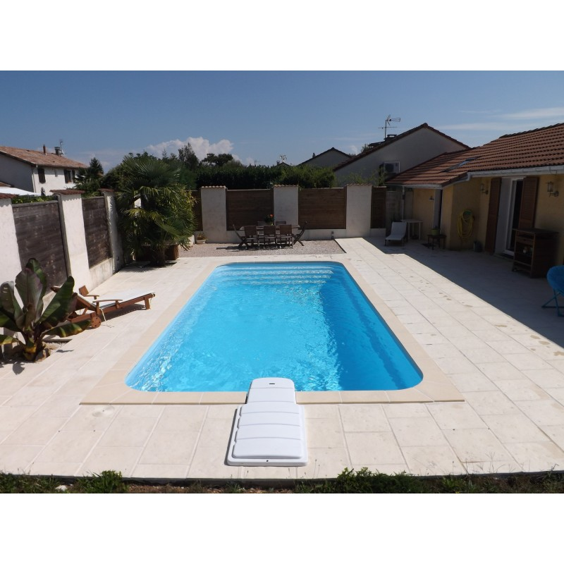 Coque polyester piscine priv e r800 filtration traditionnelle for Piscines privees